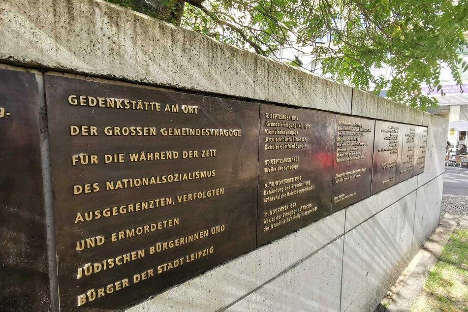 Unbekannte Täter besprühten am Donnerstag das Holocaust-Memorial in der Leipziger Zentralstraße. Die Schmierereien wurden inzwischen wieder entfernt.