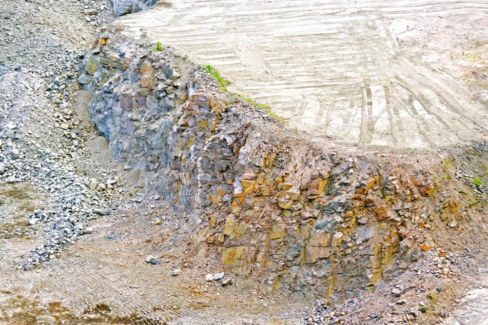 In einem Granit-Steinbruch in der Oberpfalz mussten Zehntausende Menschen Zwangsarbeiten. (Symbolbild)