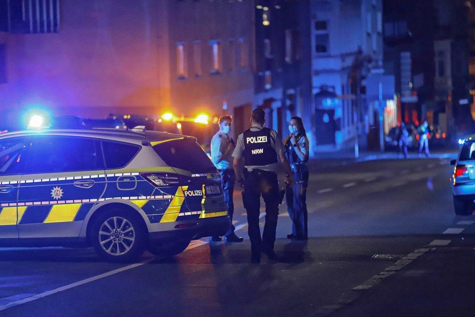 Polizisten haben bei einem Einsatz in Wuppertal auf einen 35-jährigen Mann geschossen.