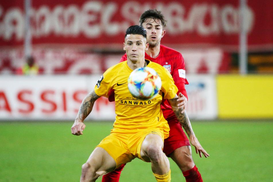Panagiotis Vlachodimos (v.) im Spiel der Großaspacher gegen Zwickau. Auf den FSV tritt er nun wieder.