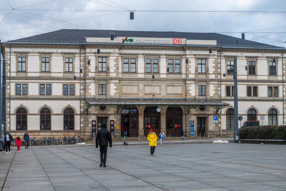 Tatort Bahnhofsvorplatz: Hier griff der Kampfhund offenbar einen Süchtigen an.