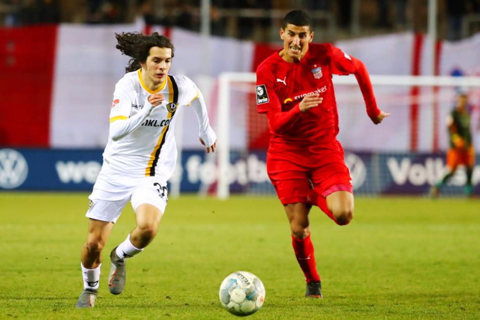 Matthäus Taferner (19) kam für Dynamo Dresden nur zu vier Einsätzen. Hier sprintet er im Testspiel gegen den FSV Zwickau Ali Odabas (r.) davon.