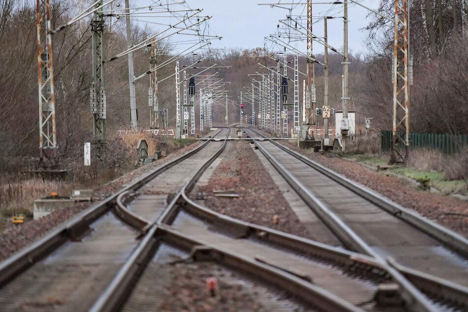 Gefährlicher Videodreh im Gleis: Polizei muss eingreifen