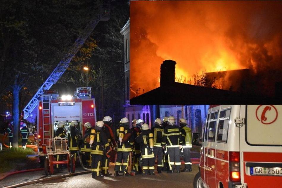 Feuerwehr lässt Fabrikgebäude kontrolliert abbrennen