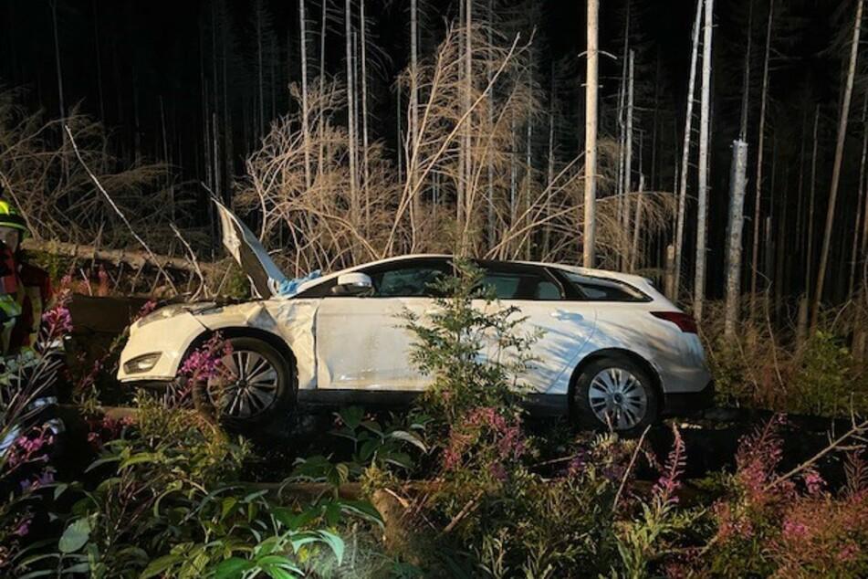 Am Dienstagabend kam ein Ford von der Brockenstraße im Harz ab.