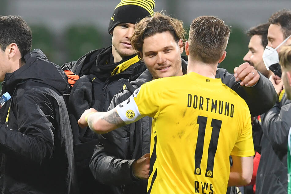 Die Dortmunder Spieler scheinen ihren Trainer sehr zu respektieren.