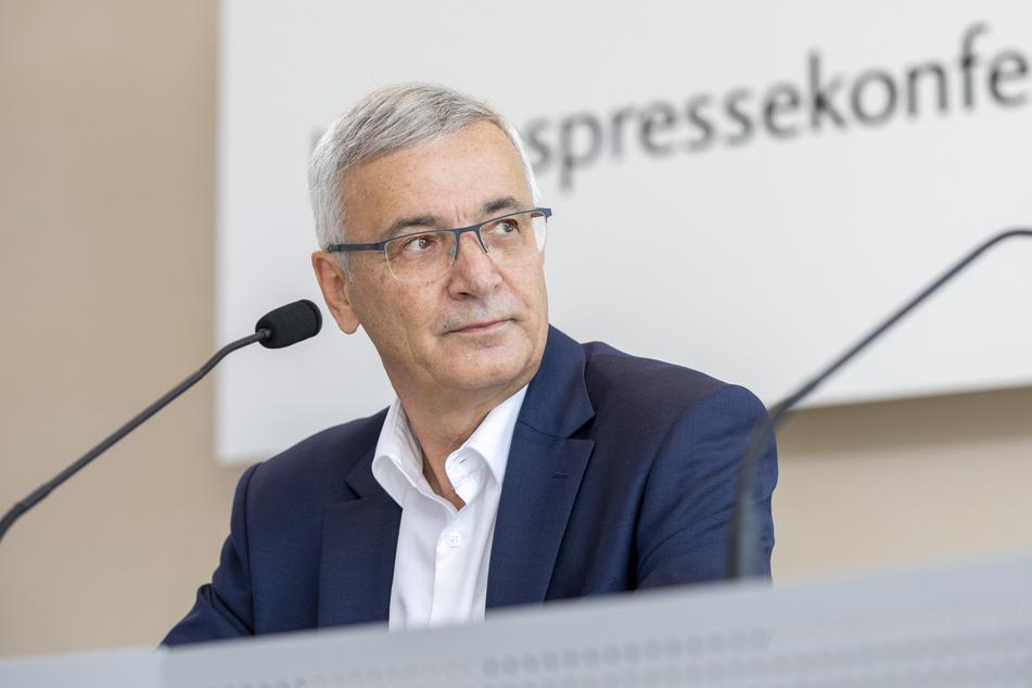 Landrat Rolf Keil (65, CDU) will sein Vogtland künftig auch aus der Luft überwachen.