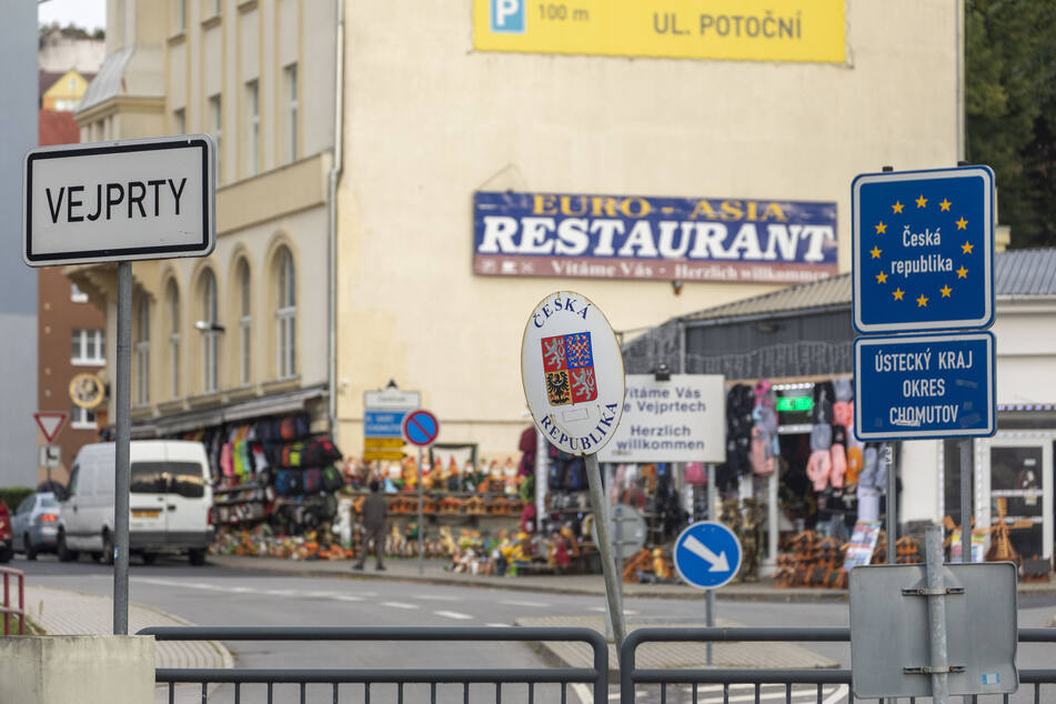 Drei Deutsche wurden nach einem Silvesterknaller-Einkauf in der tschechischen Gemeinde Vejprty von der Polizei erwischt.