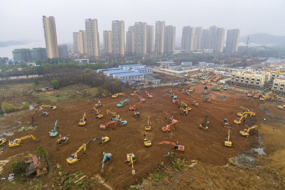 Mitte Januar wurde nach dem Ausbruch des Coronavirus in Wuhan/China auf die Schnelle ein Lazarett errichtet. Nun sollte eine Doku des SWR den Ausbruch in der Stadt auf die Bildschirme bringen, doch Rechteprobleme verhindern das.
