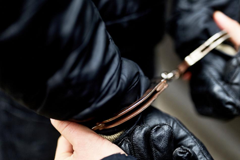Wochenlange Flucht hat ein Ende: Polizei lässt die Handschellen klicken