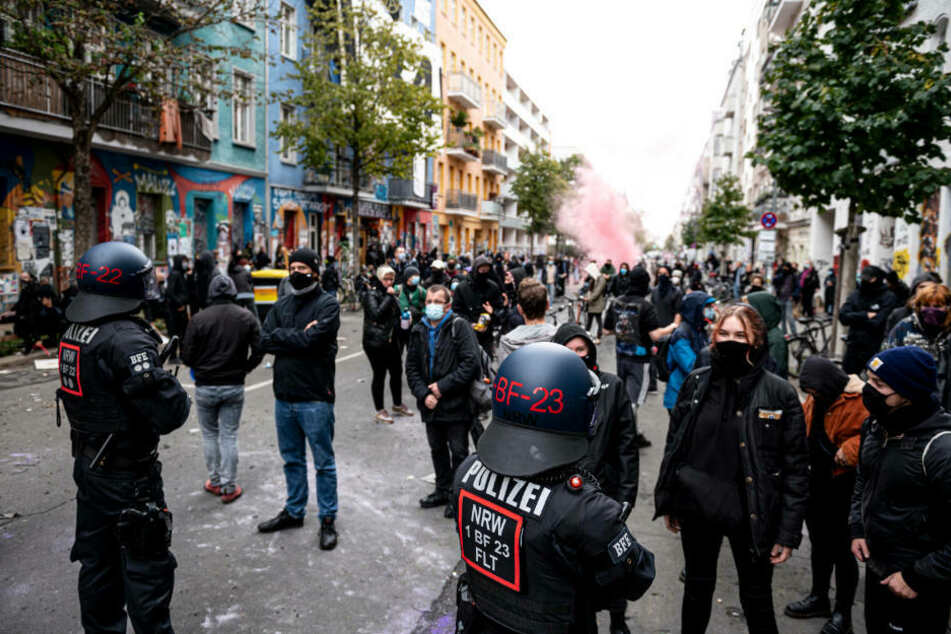 """""""Liebig 34"""": Pressefreiheit bei Räumung verletzt und Polizeigewalt gegen Journalisten?"""