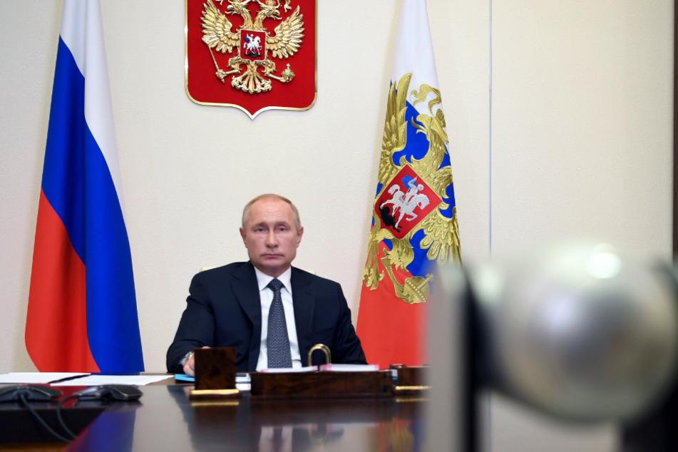 Putin hat die weltweit erste staatliche Zulassung eines Impfstoffs gegen Corona bekanntgegeben.