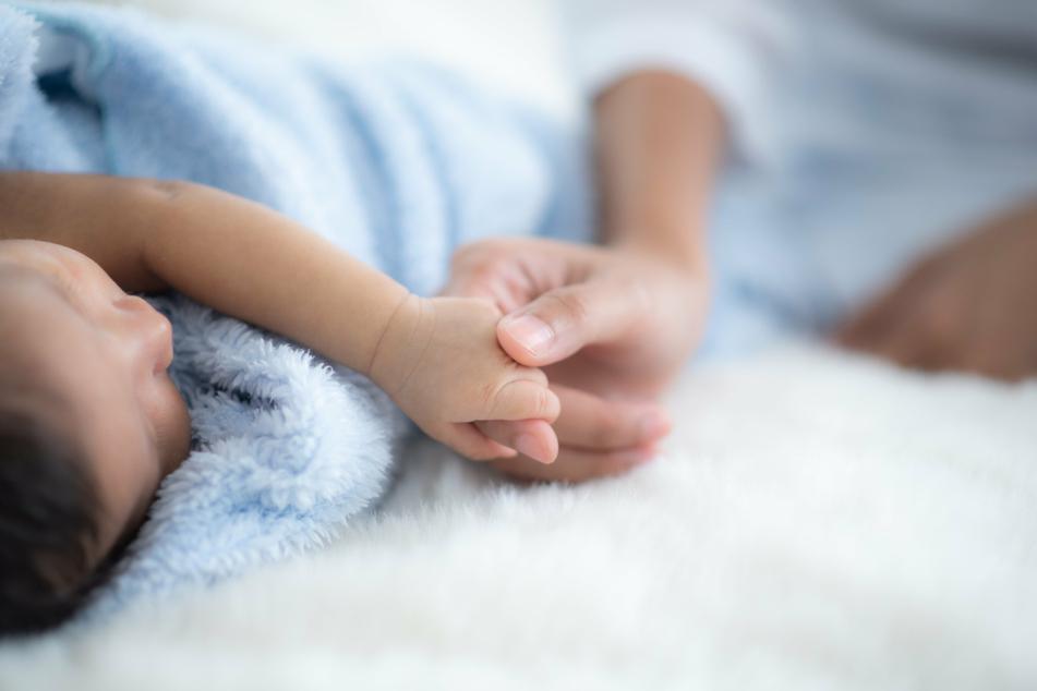 """Ob das Kind wirklich eines Tages beide Frauen """"Mami"""" nennen wird? (Symbolbild)"""