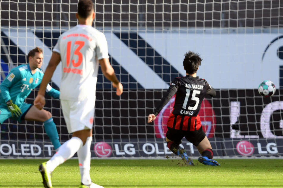 Keine Chance für Bayern-Keeper Manuel Neuer: Daichi Kamda verwandelt eiskalt zum 1:0!