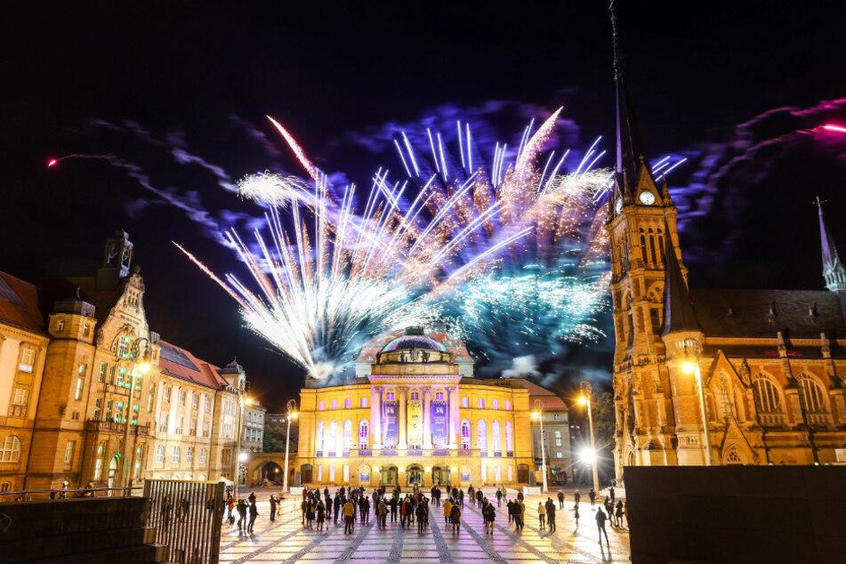 """Noch vor Kurzem hatte Chemnitz die Ernennung zur Kulturhauptstadt 2025 mit einem großen Feuerwerk gefeiert. Es könnte das vorerst letzte gewesen sein. Aktuell wird über ein """"Böllerverbot"""" zu Silvester diskutiert - und zwar bundesweit."""