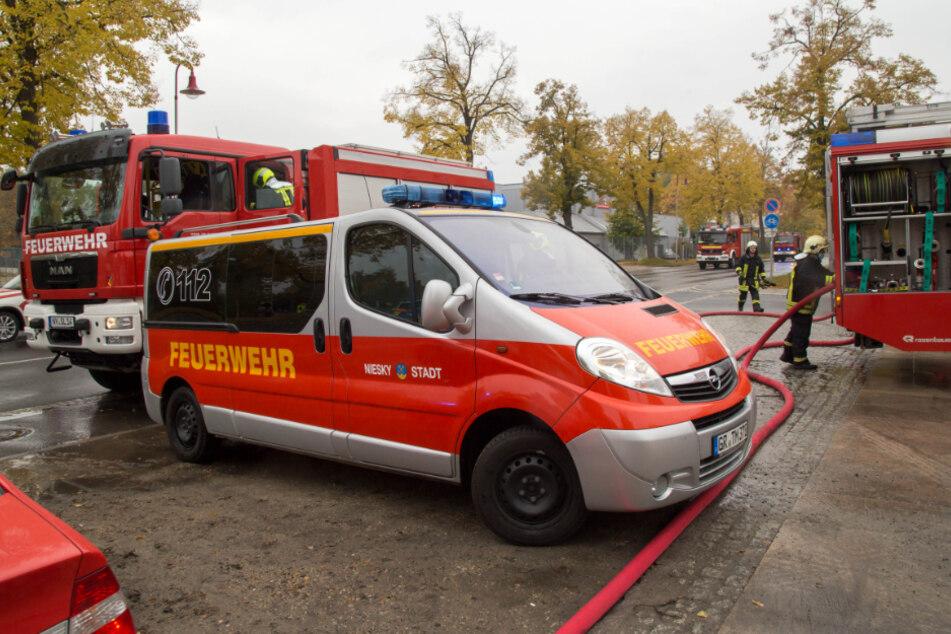 Zahlreiche Rettungskräfte kamen zu dem Einsatz, verhinderten so Schlimmeres.