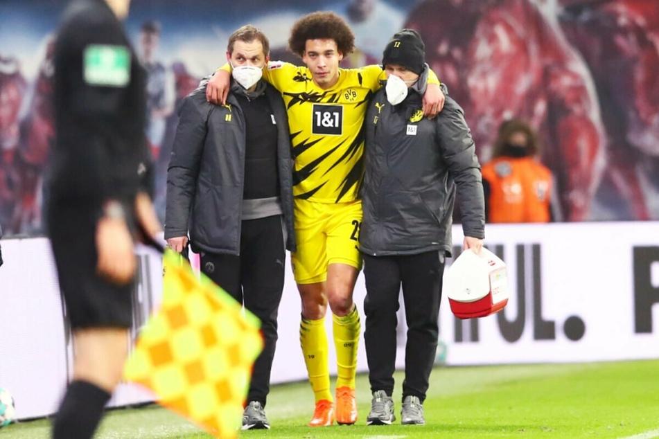 Nach einer halben Stunde war die Partie für Dortmunds Axel Witsel gelaufen. Er blieb im Rasen hängen, verletzte sich und musste gestützt vom Feld.