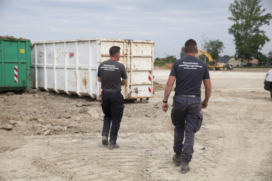 Auf dem Gelände des geplanten Nachwuchsleistungszentrums des Drittligisten Hallescher FC wurden bereits 14 Bomben gefunden. (Archivbild)