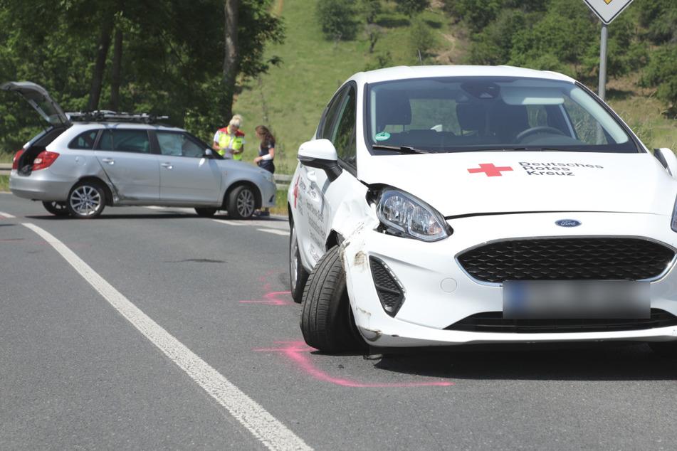 Beide Autos wurden bei dem Unfall erheblich beschädigt.