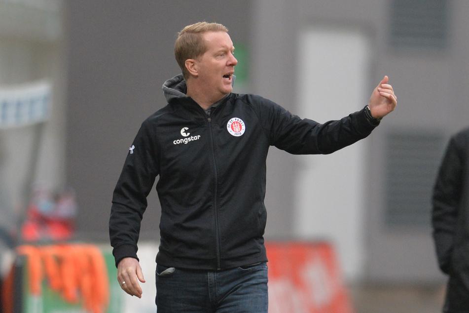 Viele Fans können die Entscheidung von FC St. Pauli-Trainer Timo Schultz (43), Stammtorwart Robin Himmelmann (31) zu degradieren, nicht nachvollziehen.