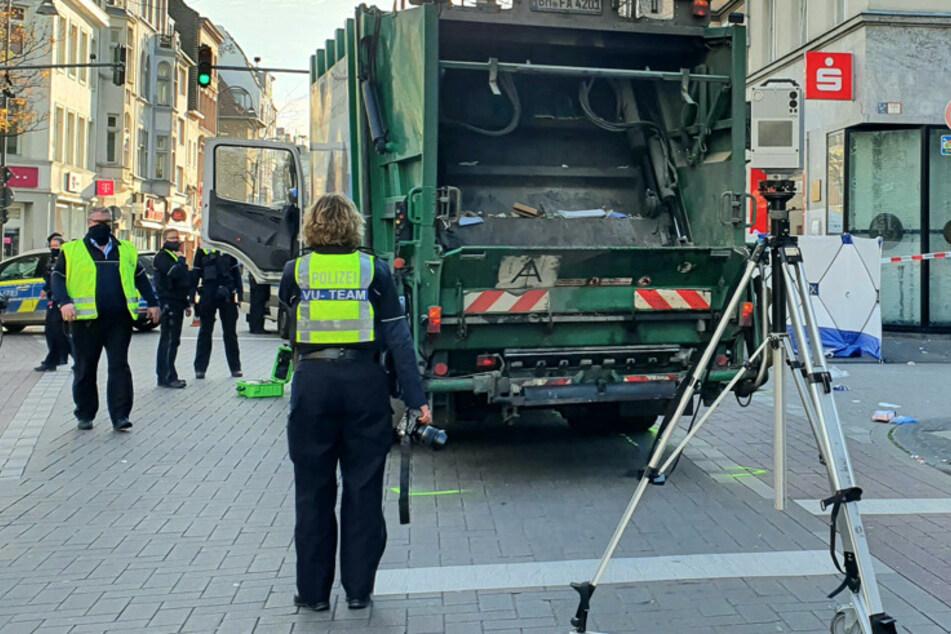 Köln: Müll-Laster erfasst Frau in Köln-Ehrenfeld