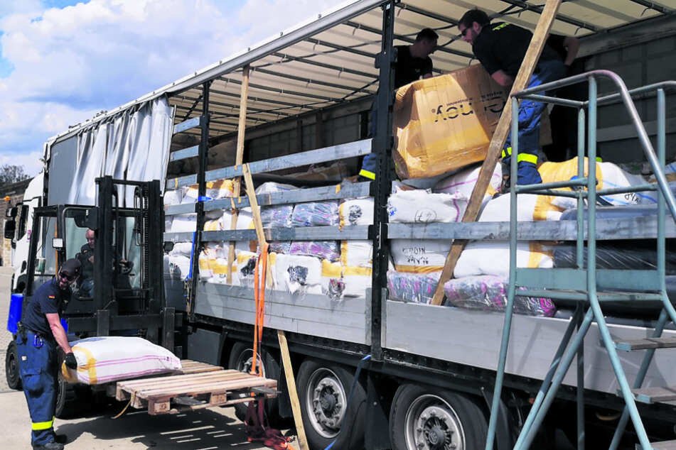 Dresden: Lkw auf A17 gestoppt: Diese Ware ist komplett fake