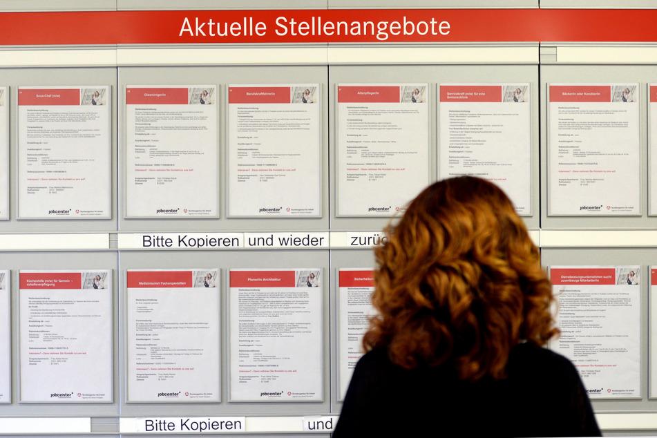 Niedriger Lohn, nun auch mehr Arbeitslosigkeit: So hart trifft die Corona-Krise deutsche Frauen!