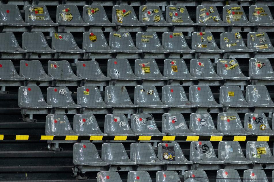 Ein Foto mit Symbolcharakter: Fans wird man in den kommenden Wochen vergebens in den Stadien suchen.