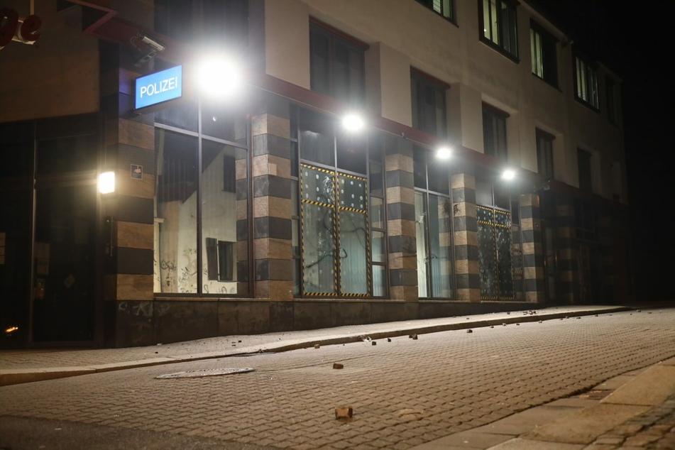 Der Connewitzer Polizeiposten in der Wiedebach-Passage ist wieder beschädigt worden.