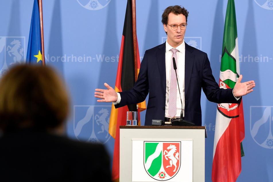 NRW-Verkehrsminister Hendrik Wüst bei einer Pressekonferenz (Archivbild).