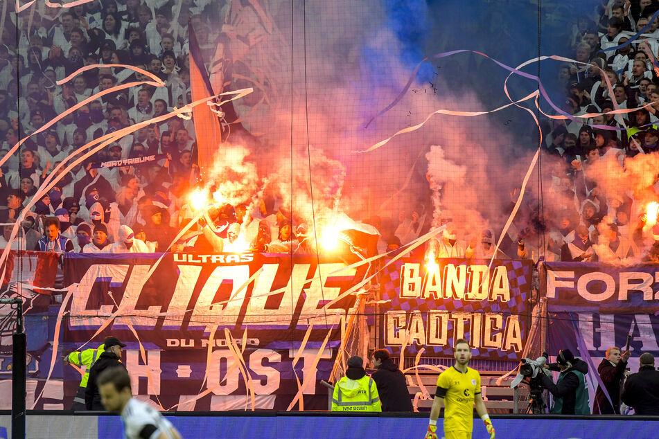 Coronavirus: Bundesregierung befürwortet DFL-Konzept für neue Fußball-Saison mit Fans