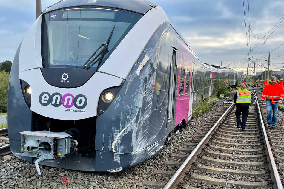Zug in Wolfsburg entgleist! Fahrer erleidet Schock, Millionenschaden