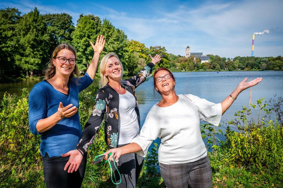 Sonne tanken, solange es geht: Jasmin, Madlen und Andrea (v.l.) genießen ihre Mittagspause am Schlossteich.