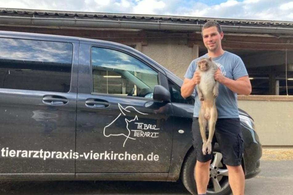 Tierarzt Thomas Bauz konnte schon eines der Tiere fangen.