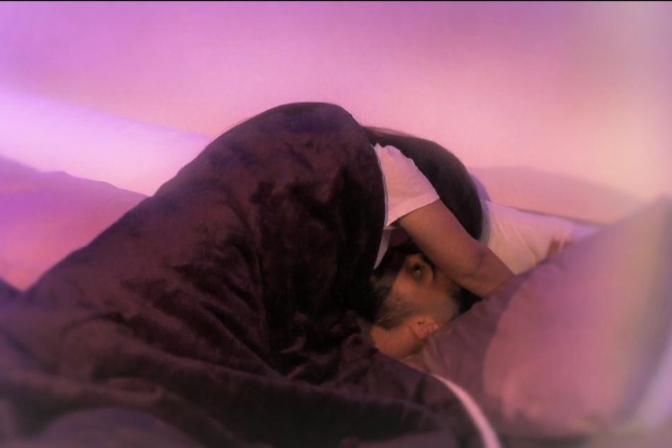 In der achten Folge kam es bereits zwischen Chrissi (22) und Halil (22) zu heißen Szenen im Bett.