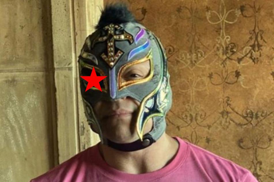 Der Wrestler Rey Mysterio tritt in all seinen Kämpfen mit Maske auf, bald auch mit Augenklappe?