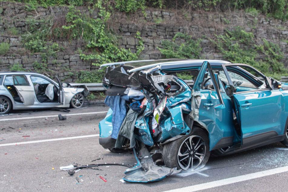 Insgesamt vier Menschen wurden bei dem Unfall auf der A3 schwer verletzt.