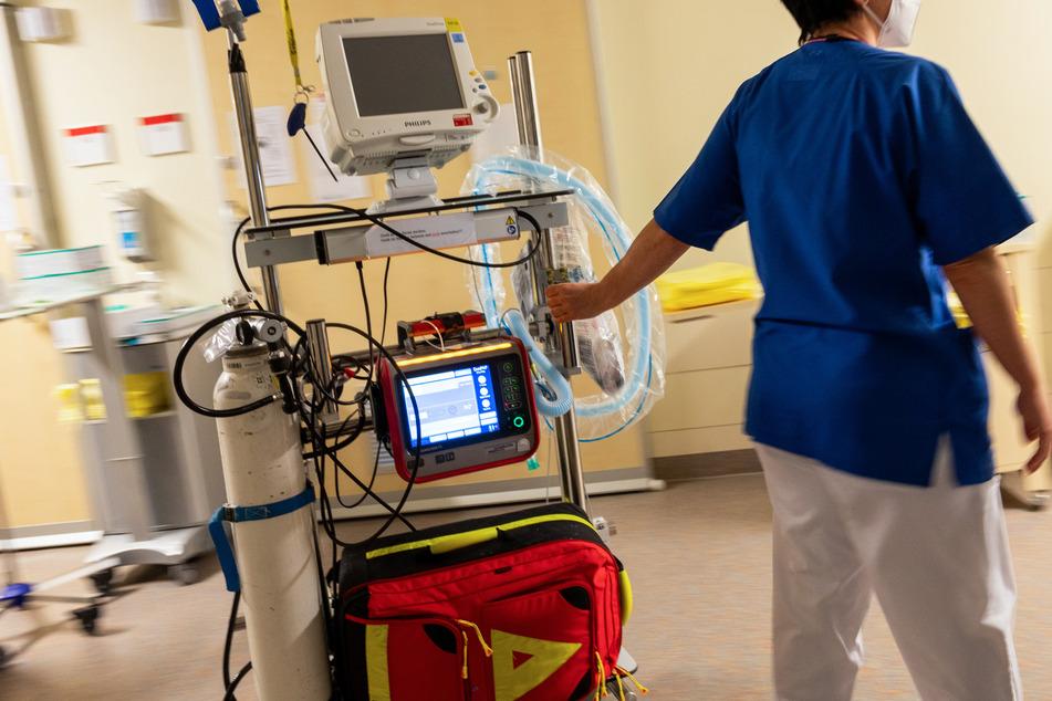 Gerade in den letzten Monaten machten Pflegekräfte immer wieder darauf aufmerksam, wie wichtig ihnen mehr Personal und eine angemessene Bezahlung sind. (Symbolfoto)