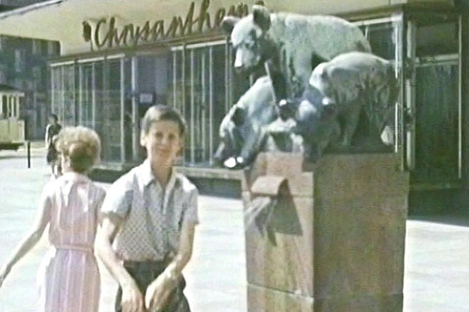 Der Bärenbrunnen befand sich zuletzt am Sporthaus an der Theaterstraße.