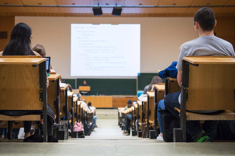 Studierende auf dem Campus Griebnitzsee an der Potsdamer Universität konnten sich am Mittwoch ohne Voranmeldung gegen Corona impfen lassen. (Symbolfoto)