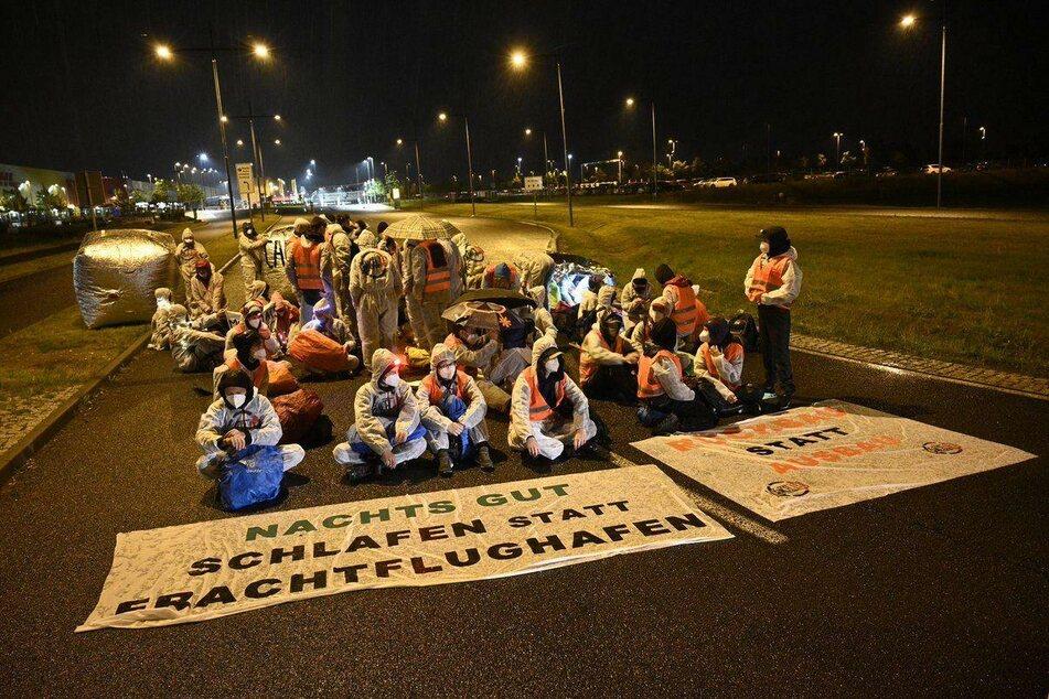 54 Aktivisten hatten am vorletzten Wochenende die Zufahrt zum Frachtflughafen blockiert.