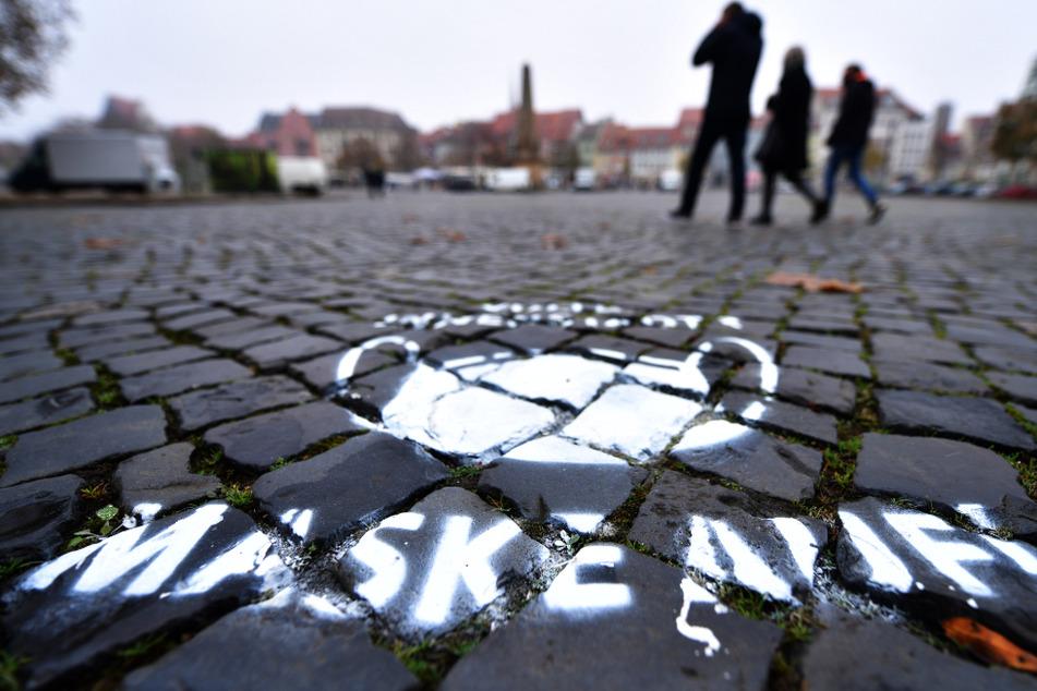 Die Corona-Zahlen haben in Thüringen einen neuen Höchstwert erreicht. (Symbolbild)