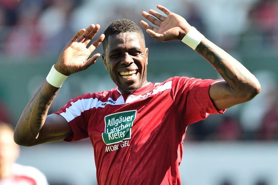 """Mohamadou """"Mo"""" Idrissou hat die Fußballschuhe auch mit 40 Jahren noch immer nicht an den Nagel gehängt."""