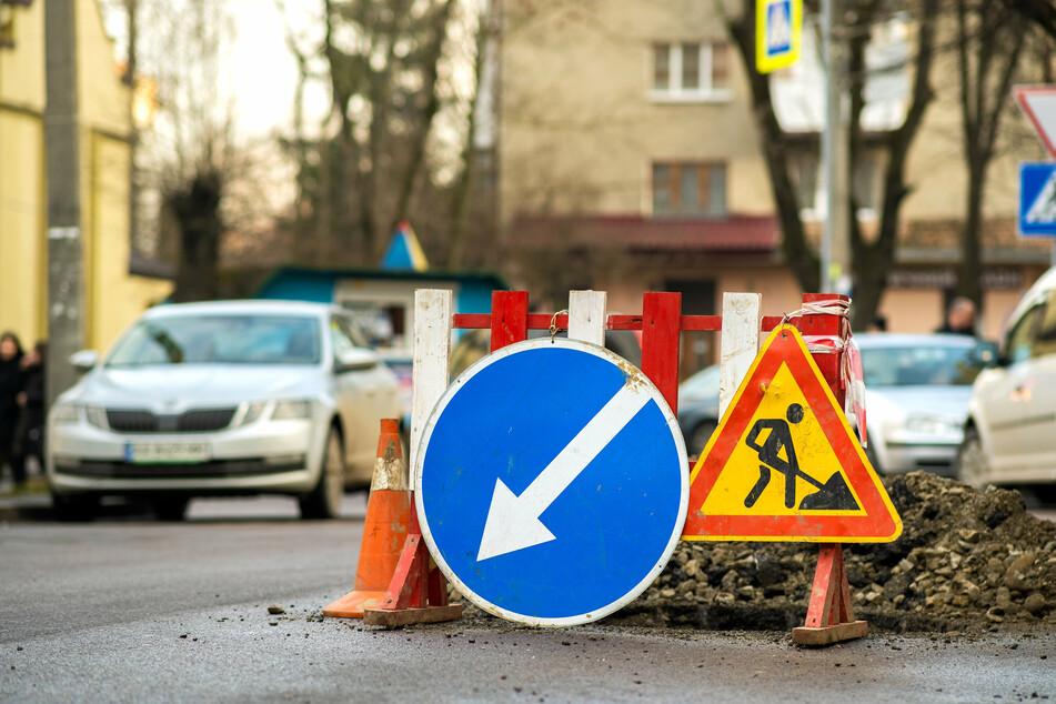 In Leipzig wird besonders während der Sommerferien am Straßenbild gebaut - zum Ärgernis vieler Verkehrsteilnehmer. (Symbolbild)