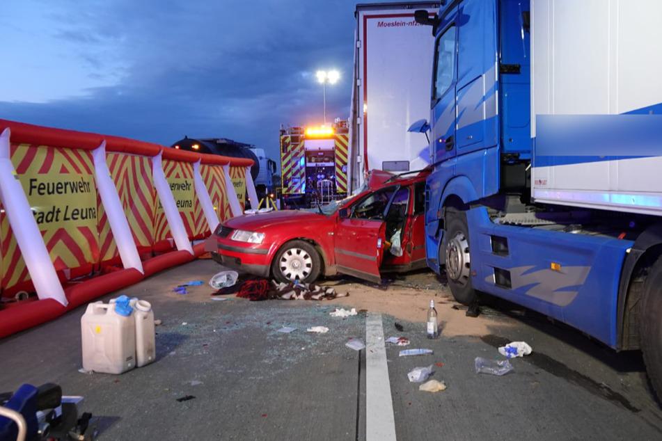 Tödlicher Unfall auf der A9: Auto gerät zwischen zwei Lastwagen