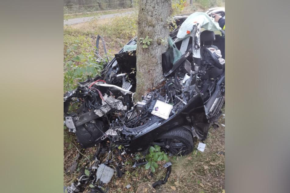 Das Auto wurde durch den Unfall komplett zerstört.