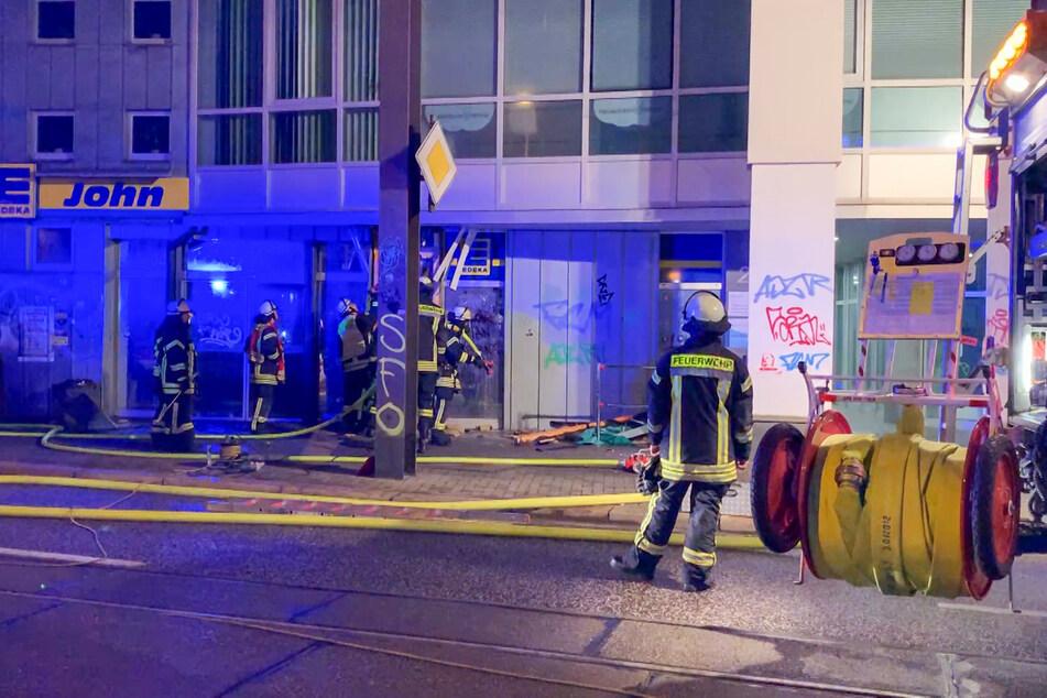 Die Feuerwehr konnte ein Ausbreiten der Flammen ins Innere des Marktes verhindern.