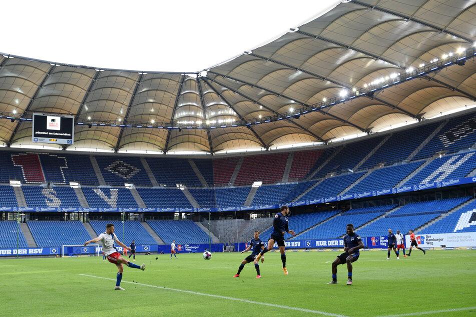 Leere Ränge beim Testspiel zwischen dem HSV und Hertha BSC im Volksparkstadion. (Archivfoto)