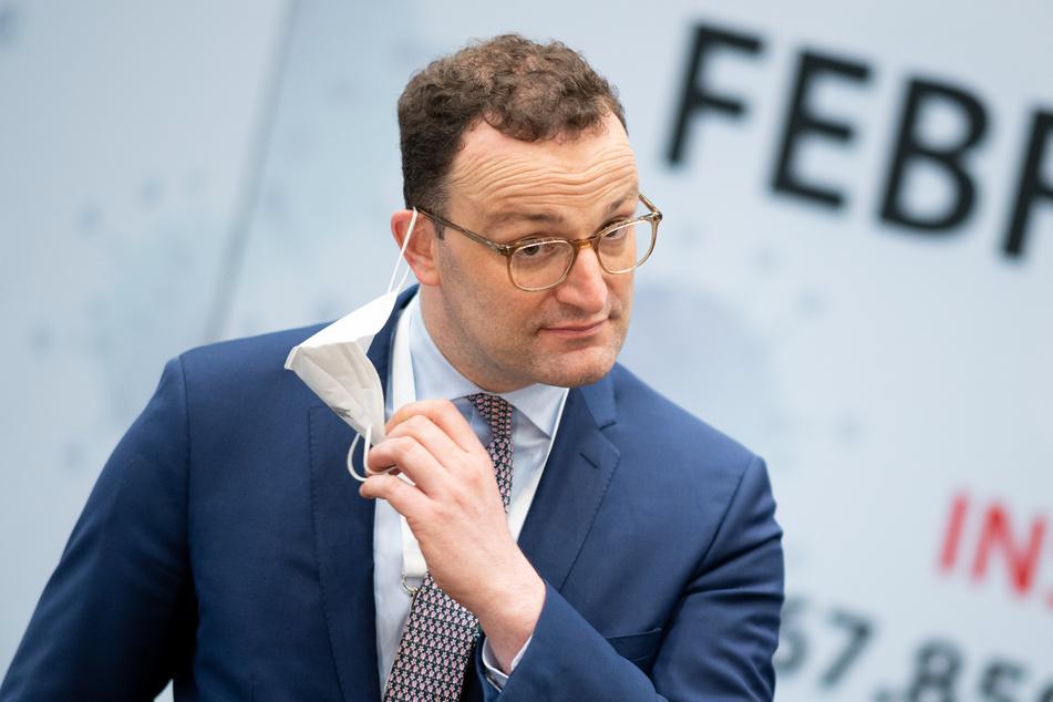 Gesundheitsminister Jens Spahn (40, CDU) am Samstag bei einem Besuch des Hamburger Impfzentrums.
