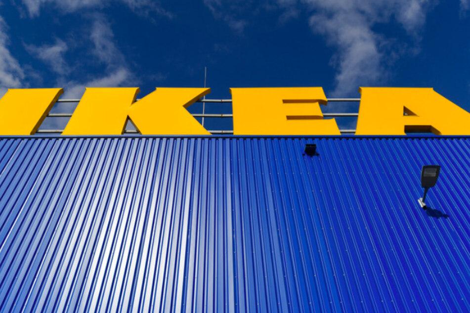 Als erstes große Unternehmen in Deutschland führte die schwedische Möbelhauskette Ikea das Duzen ein.